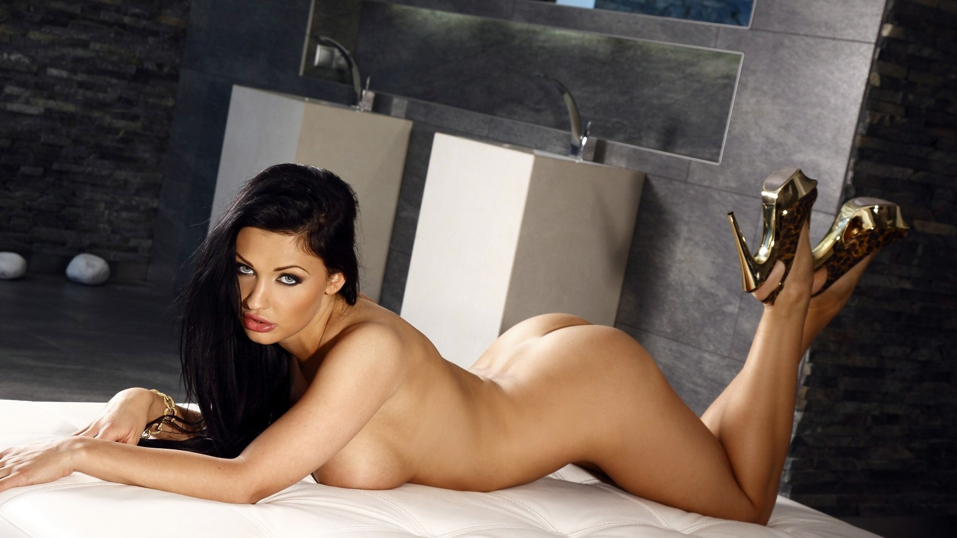 Will Cams Fit Your Schedule To See Hot Brunette MILFs?
